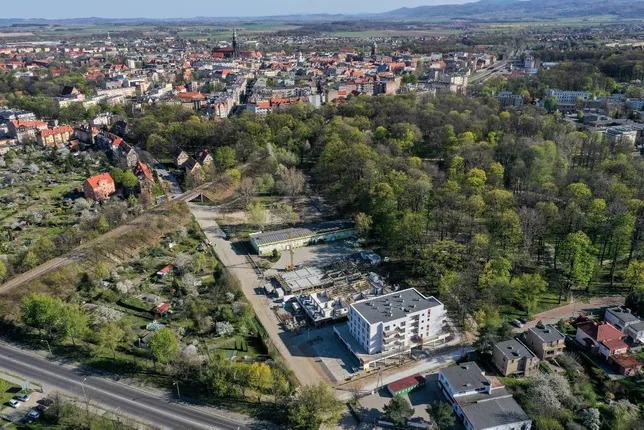 """Mieszkanie w stanie deweloperskim w nowopowstającej inwestycji """"PARK SIKORSKIEGO""""  w Świdnicy."""