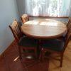 Rozkładany, okrągły stół drewniany